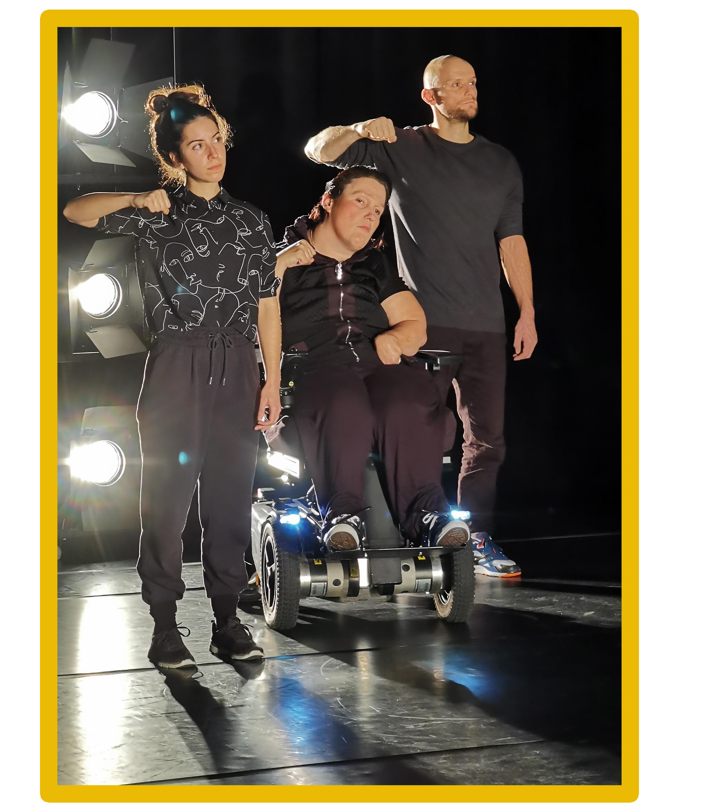 Bild der Tänzer von Klare || Kante. Von links nach rechts: Vasiliki Bara, Katja Mieder, Philip Lehmann